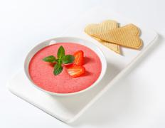 Bowl of chilled strawberry soup Stock Photos
