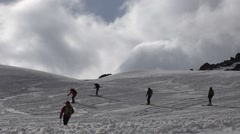 The height of 5000 meters climbers entertained. Elbrus. Eco travel. Stock Footage