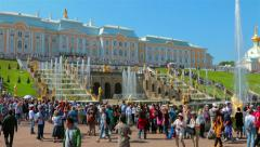 Tourists at the Grand Cascade fountains in Peterhof Stock Footage