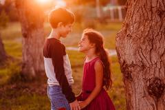 Boy girl teens are holding hands romance friendship love at suns Kuvituskuvat