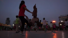 Chinese aunties dance under the statue of Mao zedong Stock Footage