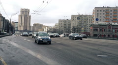 Midday traffic on Zatsepskiy Val Street near Paveletskiy Railway Station in Mosc - stock footage