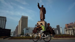 Statue of Mao zedong on Zhongshan Square Stock Footage