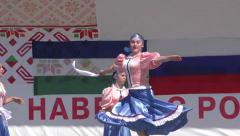 Girls perform folk dance Arkistovideo