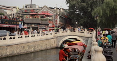 4K video of the Yinding bridge and Houhai lake in Shichahai, Beijing Stock Footage