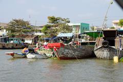 Vendors sell at Cai Rang floating market Stock Photos