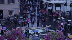 Time lapse of tourists touting umbrellas in Piazza di Spagna Stock Footage