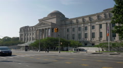 Brooklyn Museum and Eastern Parkway in Brooklyn, New York. Stock Footage