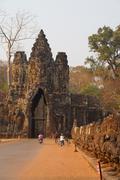 Motorbikes and Tuk tuks leave Angkor Thom Stock Photos