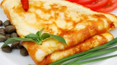 Omelette with tomatoes and pepper Stock Footage