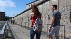 Tourist couple at berlin wall Stock Footage