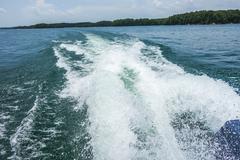 Wake waves from boat on lake Kuvituskuvat