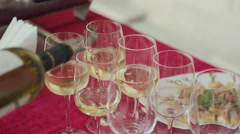 Waiter pours white wine in glasses on a banquet Stock Footage