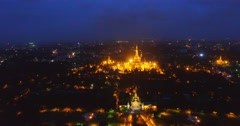 Night 4k aerial - tilt of Shwedagon pagoda Stock Footage