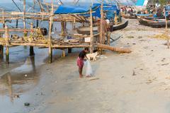 KOCHIN, INDIA-FEBRUARY 25: Indian fishemans 25, 2013 in Kochin, India. Fishem - stock photo