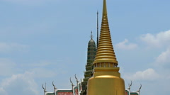 Wat pra kaew panning down video in Grand palace, Bangkok, Thailand. Stock Footage