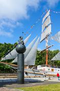 """Monument to 1000th anniversary of Lithuania and sailboat """"Meridianas"""", Klaipe Stock Photos"""