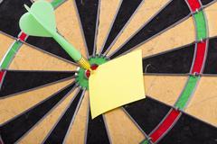 Dart hit the centre of target Kuvituskuvat