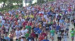 Salmini 10020-081015 - Mass of running in race head to camera Stock Footage
