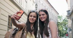 Two young female friends making a selfie on city break Stock Footage
