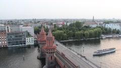 Skyline of berlin, oberbaum bridge and boat on spree Stock Footage