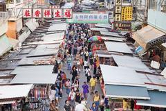 Vendors in a busy street at MongKok, Hong Kong Stock Photos