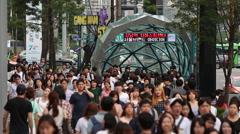Crowds walk in Seoul's prestigious Gangnam district. Arkistovideo