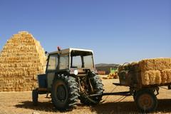 Barn stacked  and agriculture tractor Kuvituskuvat