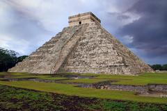 Chichen Itza el Castillo Kukulcan Mayan  Mexico Stock Photos