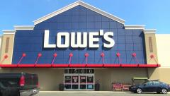 Lowes home improvement storefront, drive up Stock Footage