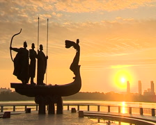 Kyiv monument dawn 003 02 Stock Footage