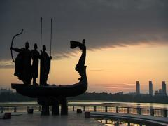 Kyiv monument dawn 003 01 Stock Footage