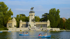 Park Buen Retiro in Madrid Stock Footage