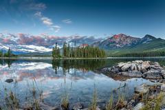 Canadian Landscape: Sunrise at Pyramid Lake in Jasper National Park Stock Photos