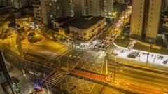 Cruzamento da rua Vergueiro com a rua Estela à noite, São Paulo Brasil. - stock footage