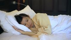 Video worried asian woman in bed, insomnia and thinking about life Stock Footage