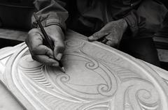 Maori man hands drawing patterns of Maori Wood carving Stock Photos