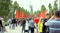 People crowd rises on Mamayev Kurgan Stock Footage
