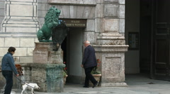 Entering a museum with a lion statue in front of it, Munich Stock Footage
