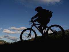 Silhouette mountain biker Stock Photos