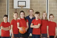 Portrait Of Elementary School Basketball Team With Coach Kuvituskuvat