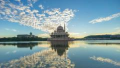 Dramatic Sunrise At Putra Mosque, Putrajaya. Zoom out. Stock Footage