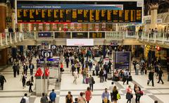 Commuters using the busy London Liverpool Street Station Stock Photos