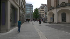 Entering in the Neuhauser Strasse shopping area in Munich Stock Footage