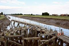 Approach on River Nene at low tide to Crosskeys Bridge at Sutton Bridge, Linc Stock Photos
