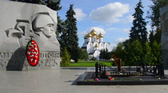 War memorial in Yaroslavl, Russia with eternal flame and Uspensky Cathedral Stock Footage