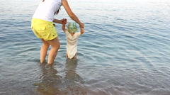 Mother and child going to the sea, upset child dislike water Stock Footage