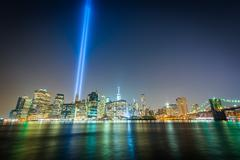 The Tribute in Light over the Manhattan Skyline at night, seen from Brooklyn  Stock Photos