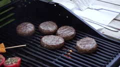 Burgers cooking on a barbecue Arkistovideo