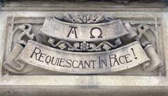 gravestone with the letters rip - stock photo
